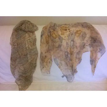 2 μαντήλια σε άριστη κατάσταση Το μακρόστενο μαντήλι είναι 100%