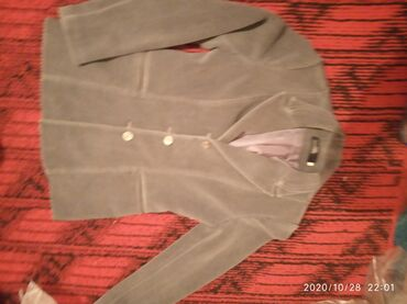 Размер 44 Цвет:серый Можно носить осенью тёплый Тройка Привозной