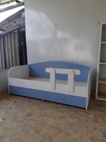 детские платья из шифона в Кыргызстан: Кровать односпальная Продаю детскую кроватьОдноспалкаС двумя ящиками