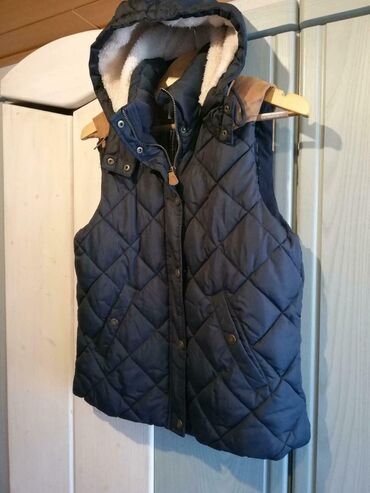 Стильная женская жилетка от H&M. Размер 36 или S. Сделано из