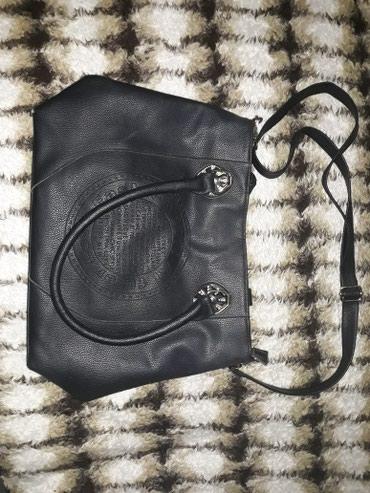 Crna torba za svaki dan,dobro ocuvana,moze i na ramenima da se nosi. - Vranje