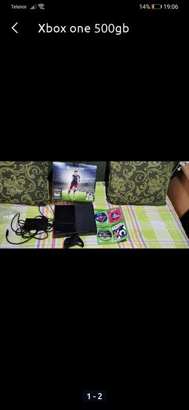 Na prodaji je xbox one, sa jednim je kontolorom i 2 original igrice