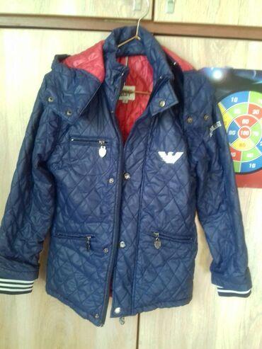 Демисезонная куртка на мальчика с 8-10лет. Фабричная. Внутри подклад