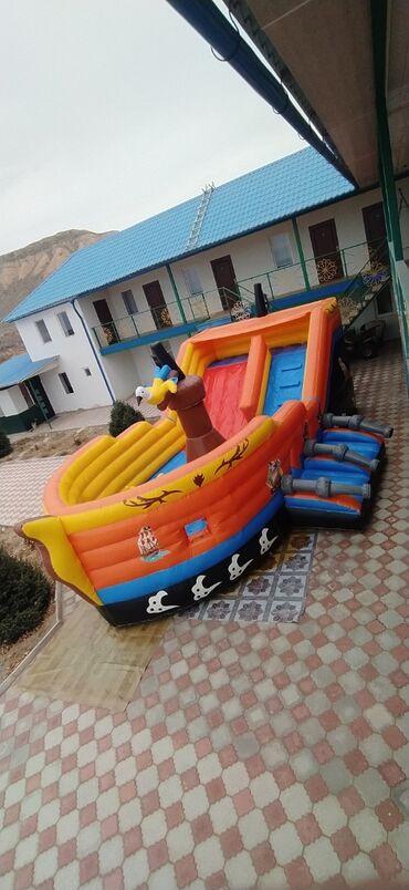 Надувной детский батут-корабль. Коммерческий. Длина 9 м, ширина 6 м