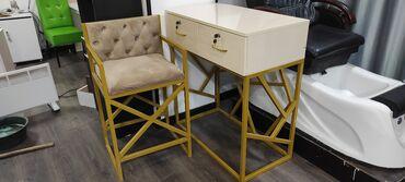 стол стулья для зала in Кыргызстан | КОМПЛЕКТЫ СТОЛОВ И СТУЛЬЕВ: Продается комплект визажный стол и стул за 15к сомов. Отдельно будет