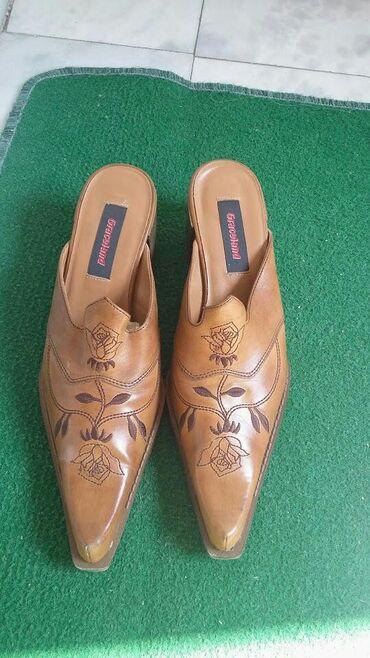 Ženska obuća   Bogatic: Kao nove kozne papuce broj 41 samo jednom kratko obuvene