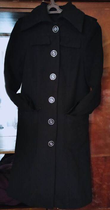 Продаю пальто размер 44 покупая это пальто вы получите юбку бесплатно