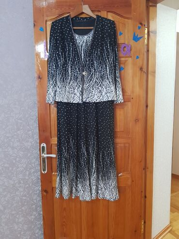 2 платья с жилетом 50-52р . Отдам по 800с