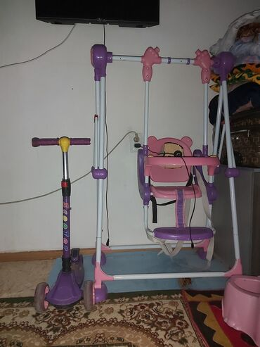 Детские электрокары - Кыргызстан: Качеля и самокат в хорошем состоянии. Качеля 1500сом Самокат 700сом