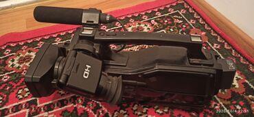 sony videokamery в Кыргызстан: Видео камера SONY 1500 Состояние отл Комплект 2 батарея 2 зарядка