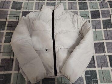 Divided kratka zenska jakna. Bele boje velicina XS. Super ocuvana