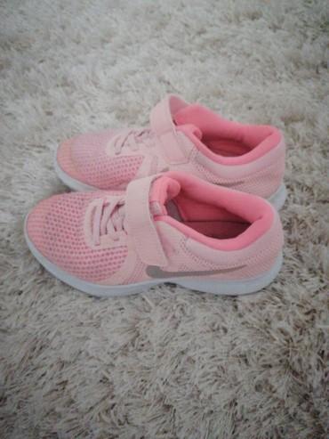 Ostala dečija odeća | Cacak: Nike ženske patike, nosila Devojčica par puta, noga joj brzo raste