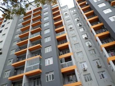 Yasamaldaki yasayis binasinin muhafizesine boyu 1.70den yuxari, в Баку