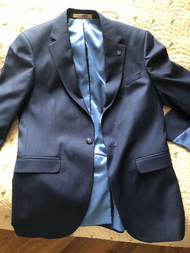 Продаю костюм в комплекте:пиджак,брюки,жилетка.Носил один раз на