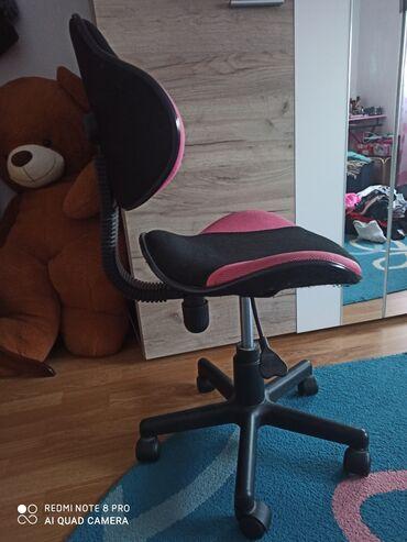 Radnici - Srbija: Dečija fotelja za radni sto. Super stanje, malo korišćena. Roze- crna