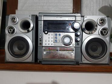 Музыкальный центр Samsung в отличном состоянии, звук из колонки
