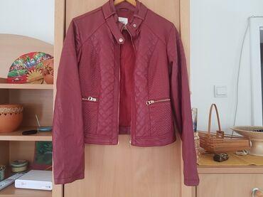 Koton jakna, ima ogrebotinicu na kragni, slikala sam, ne ljusti se