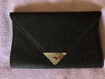 Bez torbica - Srbija: Svečana pismo-torba u crnoj boji. Torbica blago presijava, nošena je