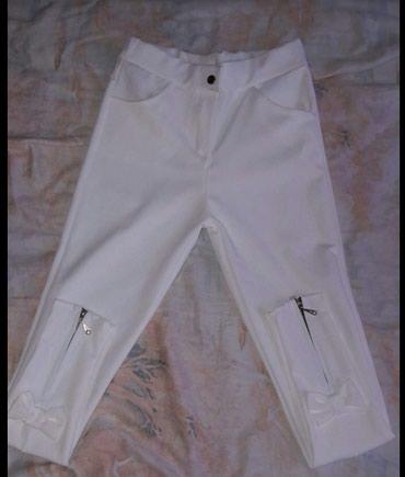 Nove bele pantalone sa masnicama pozadi na nogavicama s velicina - Sokobanja