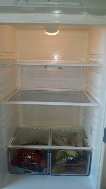 Электроника в Нефтечала: Б/у Двухкамерный Белый холодильник Бирюса