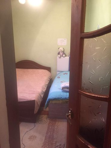 Xırdalan şəhərində Öz yaşadığım, temirli, kürsülü evdir.kombi istilik sistemi,