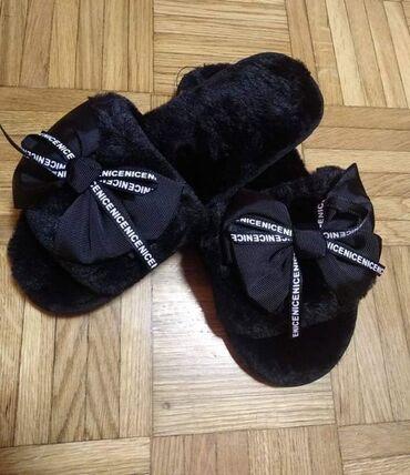 Mekane i moderne crne kućne papuče. U veličinama 37, 38/39 i
