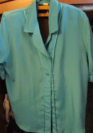 женские кардиганы травка в Азербайджан: Блуза летняя женская, 50-й размер, бирюзового цвета. Цена 4 маната