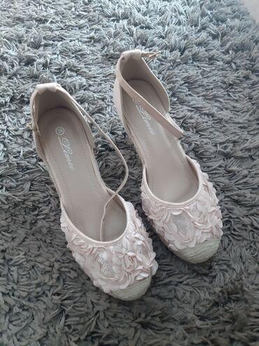 Cipele na platformu - Srbija: Cipele na plutu jednom obuvene