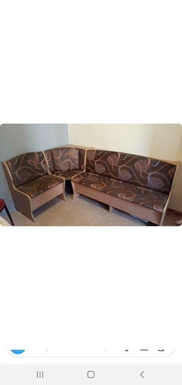 кухонный стол стулья в Кыргызстан: Продаю кухонный уголок,сидения поднимаются очень вместительный. сост