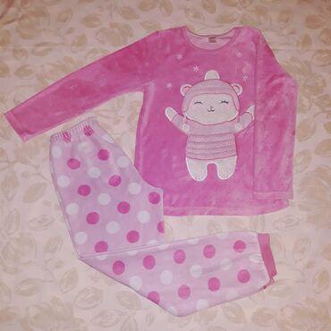 Veličina 8Termo pidžama i dukserica, nekoliko puta obučene, bez fleka