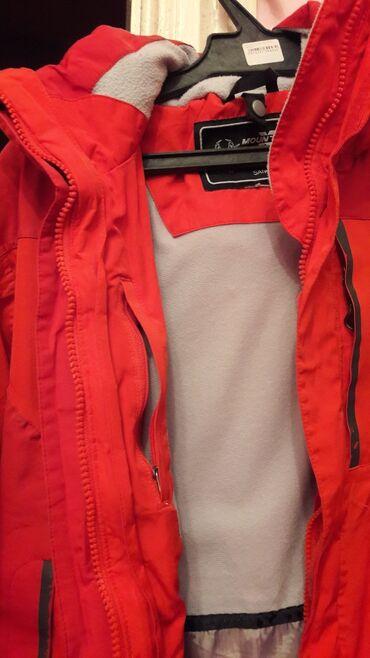 Продаю спортивную куртку.Оригинал.Внутрь на флисе.Много карманов