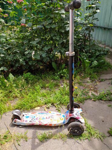 самокаты scooter в Кыргызстан: Самокат до 9 лет . при езде Колеса светятся. 1000 сом