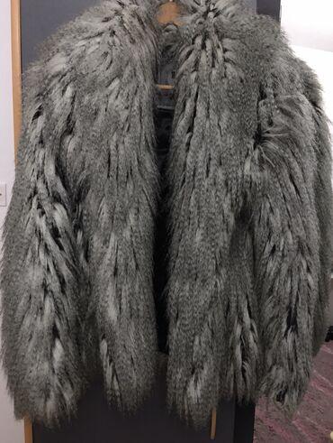 Tiffany raskošna, pretopla bunda, brutalno stoji. Bujno, bogato krzno