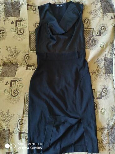 Платье по фигуре.сидит идеально.размер xs