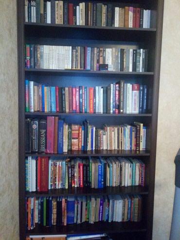 Bakı şəhərində Kitabxana satilir ,300 e yaxin kitab var, ichinde bahali kitablar var