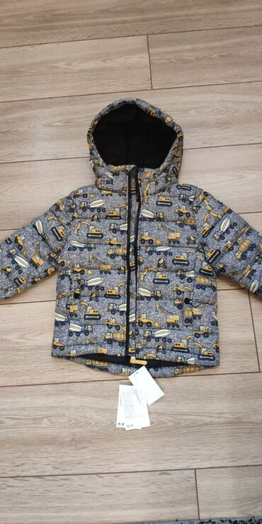 Детские флис - Кыргызстан: Продаем детскую куртку фирмы H&M.Пушистая стеганая куртка с