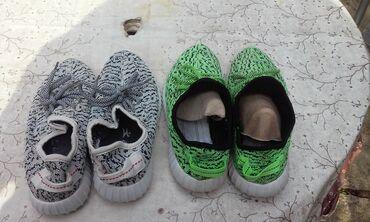Dvoje patike adidas zelene su 38/24,5 a bele crne su 39/25