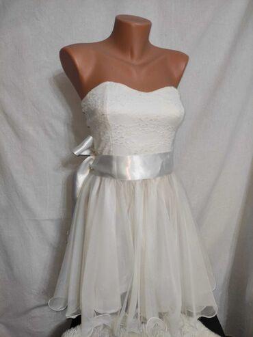 PREDIVNA bela haljina sa puno tila  Prelepa maturska haljinica.  Moze