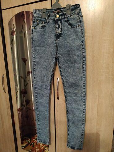 Женская (джинсы)в отличном состоянии Размер:26-27Одевала 1 раз после