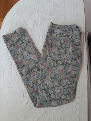 Pantalone legendu - Srbija: Nove Legend ženske cvetne pantalone :)Veličina: 29 x 32Sastav: 97%