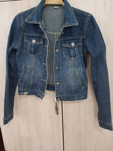 Укороченная джинсовая курточка,плотный джинс оригинал, покупала в