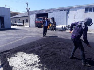 Bakı şəhərində Asfalt işleri görülür cox səliqəli işlergörürük