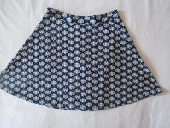 H&M suknjica sa lepim printom, nije mnogo kratka, odlično stoji
