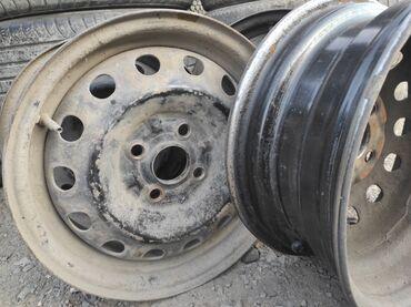 железные диски r14 в Кыргызстан: Продаю диски r14 (железные) от Мазда демио  разболтовка 4х100 Центров