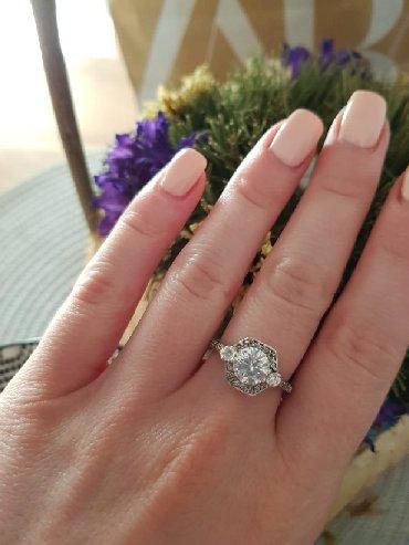 Sako bordo kom - Srbija: Srebrni prsten sa cirkonima, bez oštećenja. Sa oznakom srebra