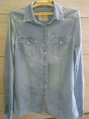 джинсовая жилетка женская в Кыргызстан: Продаю женскую джинсовую рубашку фирмы Colins, Турция в отличном