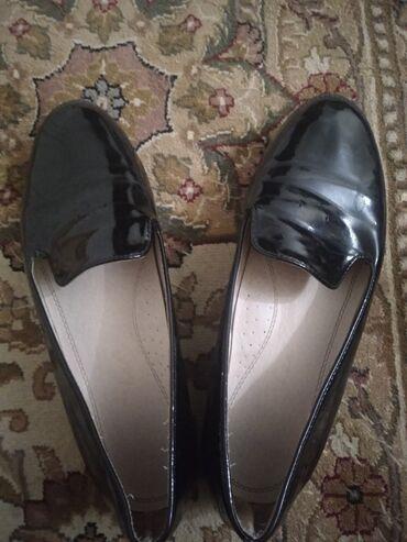 черные женские туфли в Кыргызстан: Женские школьные туфли Размер: 38  Состояние: хорошее Цвет: черный