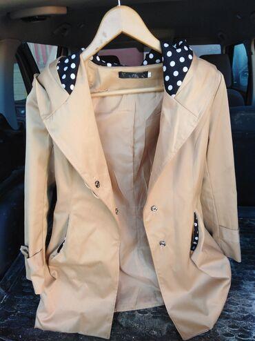 - Azərbaycan: Plaşkanın ölçüsü L. Qadın üçün ikinci əl paltarlar ayaqqabılar var