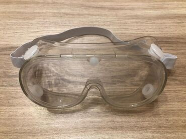 Очки силиконовые с клапаном.Очки плотно прилегают к лицу благодаря