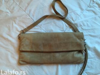 Bez-torbica - Srbija: Torbica je od prave kože. koža je malo uprljana na mestu otvaranja